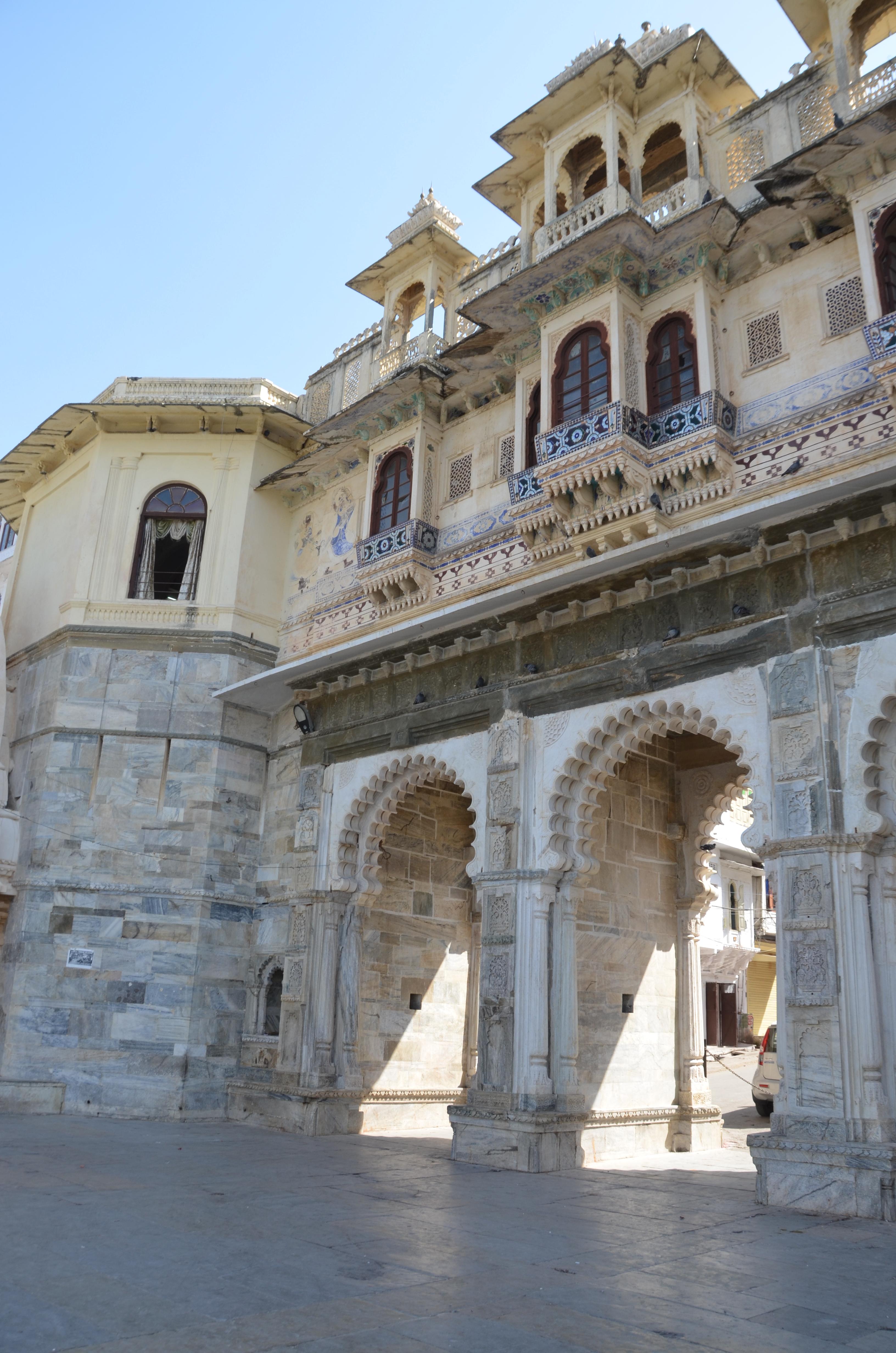 Jour 160 visite du city palace udaipur 25 mars 2014 le blog du tour du monde des baroadeurs - Lac des cygnes porte maillot ...
